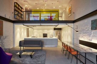 Living ingenios amenajat cu mobilier minimalist