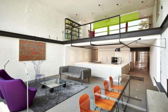 Living open space cu accente colorate