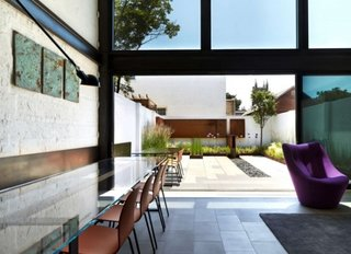 Zona de dining cu vedere si iesire directa catre terasa