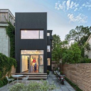 Fata principala casa moderna renovata