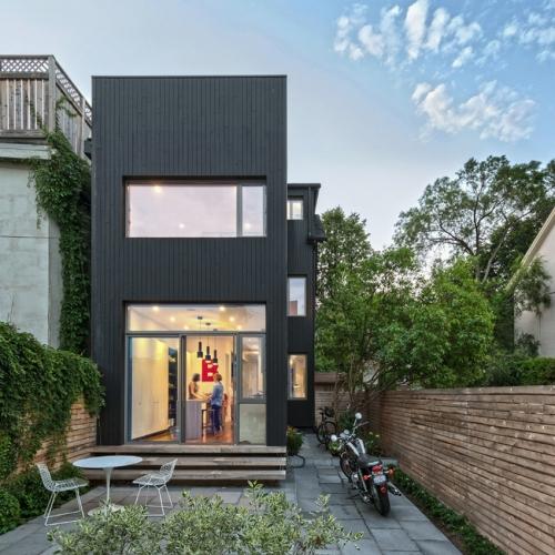 Proiect de casa ingusta placata cu lemn de cedru - Casa Contrastelor