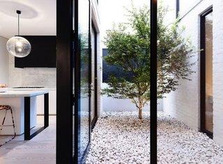 Gradina mica amenajata in stil minimalist modern