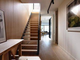 Scara interioara moderna pentru o casa ingusta