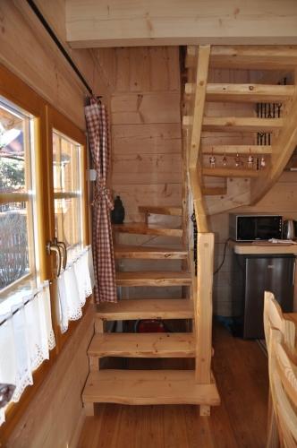 Model scara de lemn pentru case mici