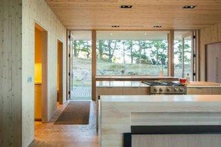 Bucatarie moderna de lemn open space