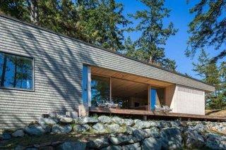 Fatada casa moderna placata cu tigla din lemn