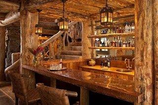 Bar cu mult lemn natural design rustic