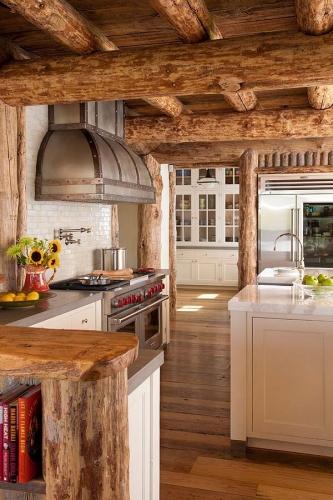 Bucatarie cu aspect rustic echipata modern