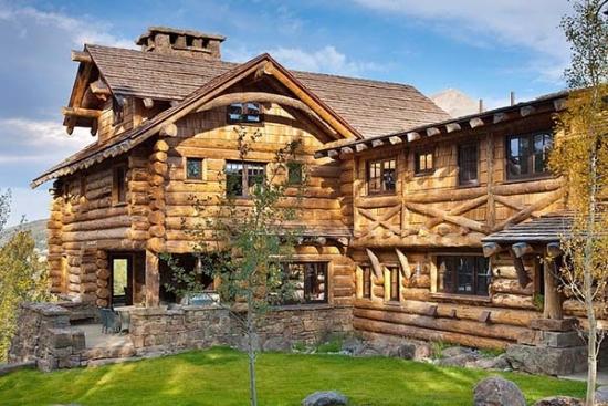 Fatada model casa din lemn rotund