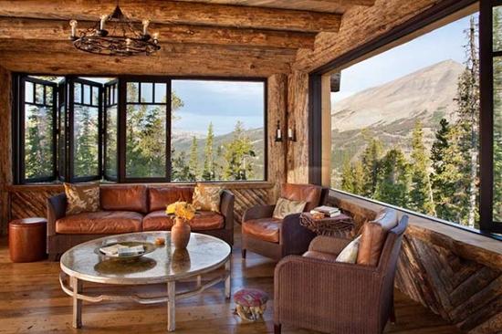 Living rustic cu zona de relaxare cu priveliste de vis