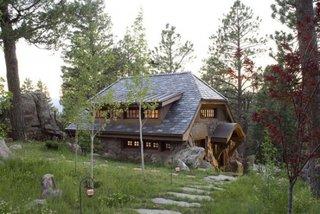 Alee cu pietre mari pentru un decor rustic