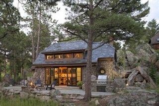 Terasa cu bucatarie de vara decor cu piatra