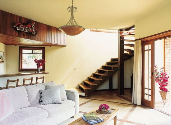 Scara interioara din lemn model spatii inguste