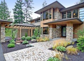Casa in stil contemporan placata cu piatra
