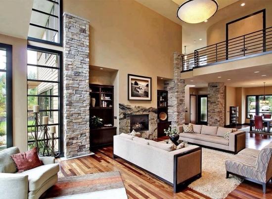 Living modern cu pereti de piatra