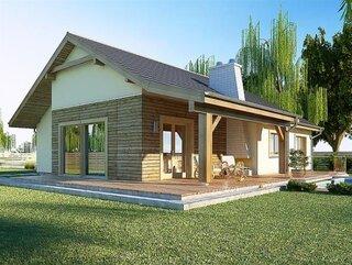 Vedere laterala casa cu fatada din lemn