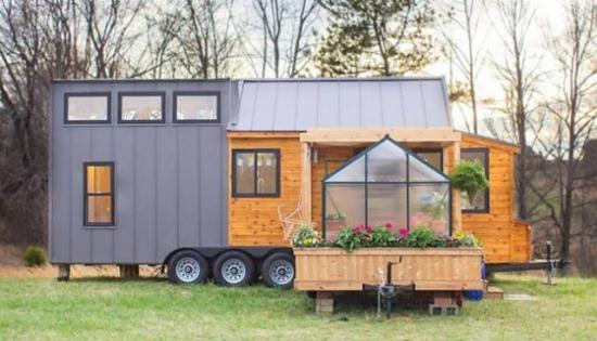 Casa din lemn pe roti