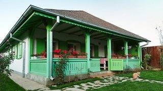 Casa traditional romanesca cu veranda
