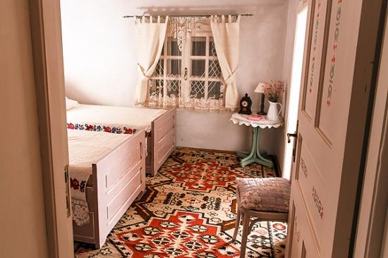 Dormitor amenajat in stil pur romanesc