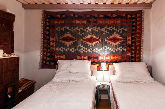 Dormitor casa traditionala romaneasca