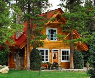 Cabana din barne din lemn masiv