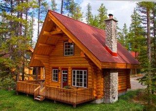 Cabana mica din lemn masiv