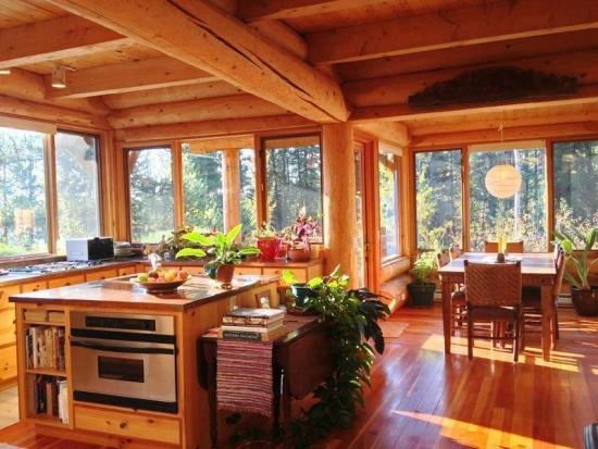 Living mare open space cu lemn