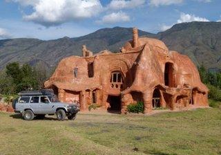 Casa construita integral din lut