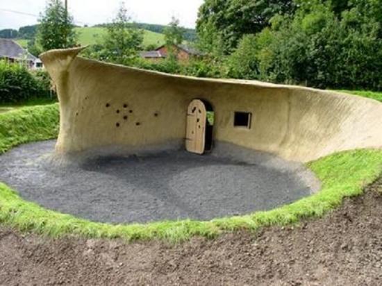 Casa cu subsol construita din lut
