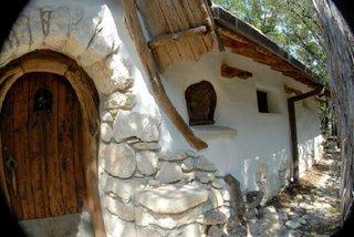 Casa din chirpici si piatra