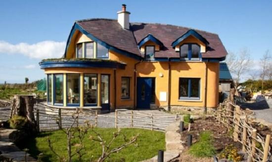 Casa din lut moderna