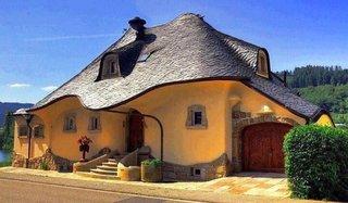 Casa din lut si piatra