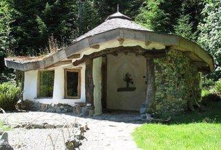 Constructie din lut si acoperis din lemn