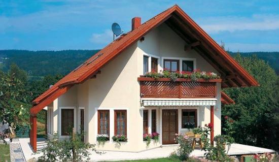 Casa cu acoperis in doua ape cu pante inegale