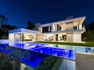 Casa moderna cu piscina