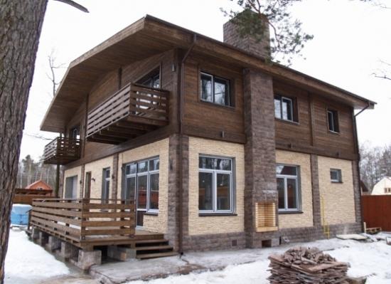 Casa din panouri termoizolante si mansarda de lemn