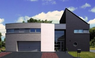 Casa moderna cu fatada din caramida aparente de diferite culori