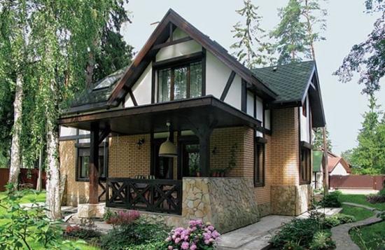Parter casa placat cu caramida aparenta culoare pamant