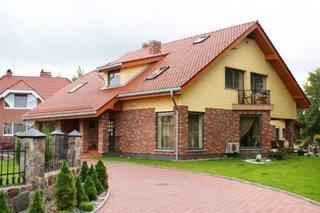 Parter cu klinker si etaj din lemn