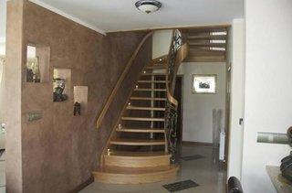 Model scara de interior din lemn cu trepte goale