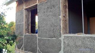 Argila absoarbe excesul de umiditate sau daca este uscata mediul ii va oferi umiditate