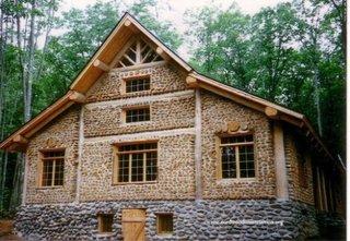 Cabana mare cu doua etaje construita in tehnica cordwoord