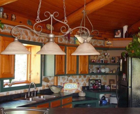 Decor interior bucatarie de cabana de lemn