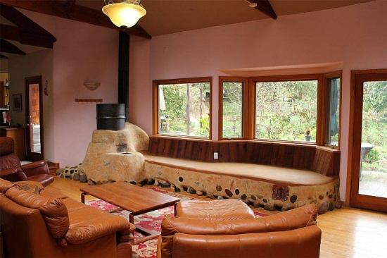 Interior de casa ecologica