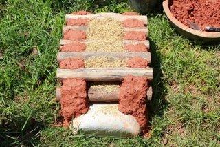 Metoda zidire busteni cu amestec de lut