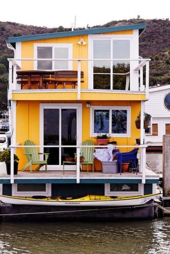 Casa de vacanta plutitoare pe un vapor
