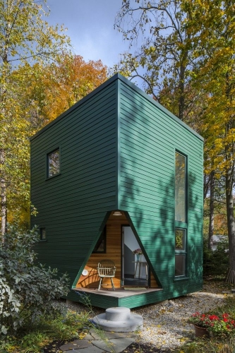 Model compact de casa de vacanta din lemn