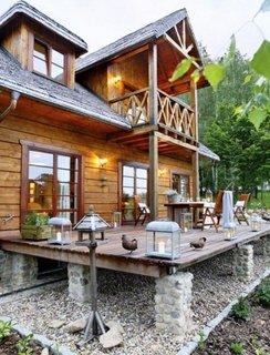 Casa cu fundatie de piatra si structura de lemn
