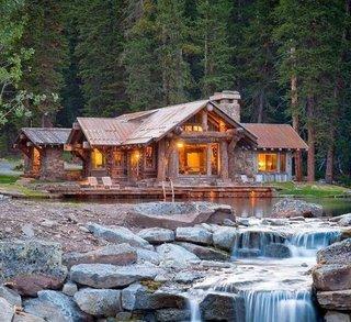 Casa de vacanta din lemn si piatra