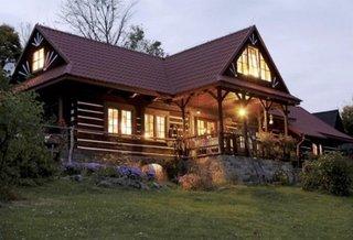 Locuinta cu temelie de piatra si structura cadre lemn